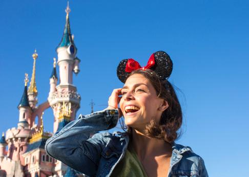 (Travelcircus.de) Disneyland Paris Weihnachtsgutschein für 1 ÜN + Eintritt für 2 Personen