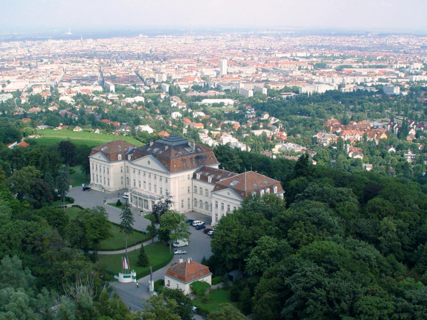 Wien: Flug + Hotel - Austria Trend Hotel Schloss Wilhelminenberg **** (2 Pers. im DZ)
