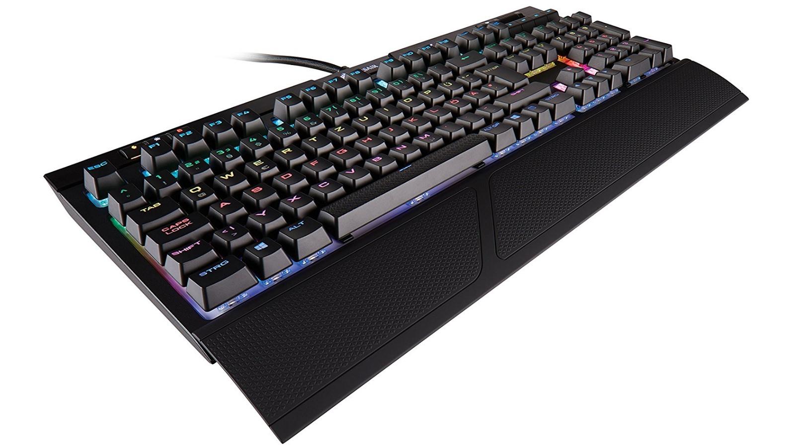 Corsair Strafe RGB Tastatur, Cherry MX RGB BROWN, USB, DE