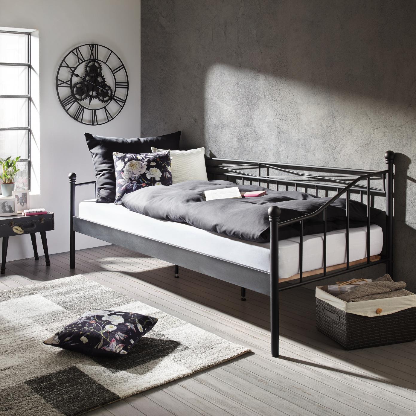 Mömax Metallbett (90 x 200cm) in schwarz für 44€ mit Filialabholung oder 93€ inkl. Versand