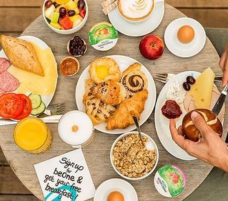 Motel One: 1x Frühstück gratis / Dauerhaft Late Check Out an Sonntagen sowie kostenloses Mineralwasser