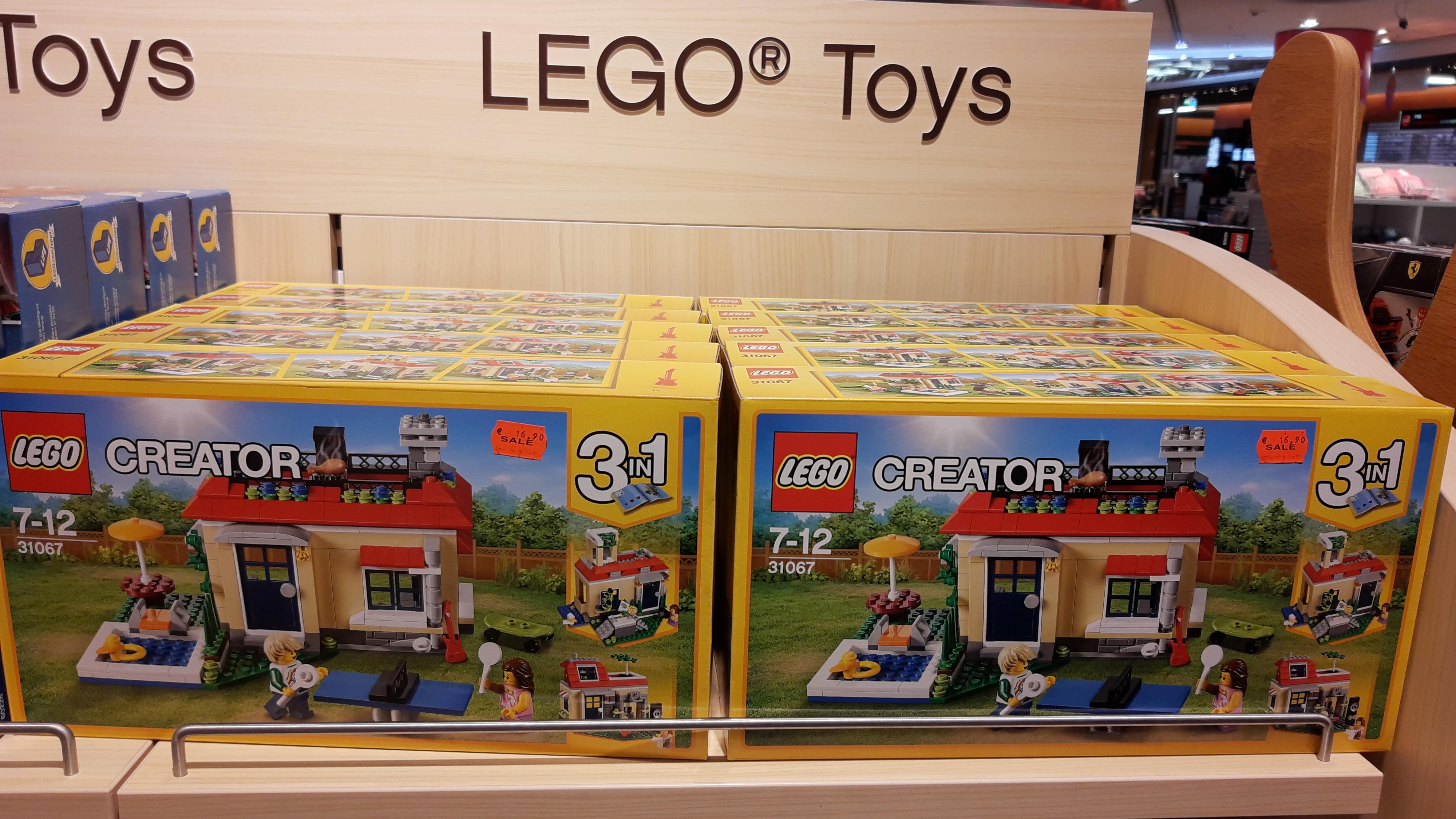 LOKAL Frankfurt Flughafen Duty Free Terminal 2 Gate D - LEGO Creator - 3 in 1 Ferien am Pool (31067) EOL