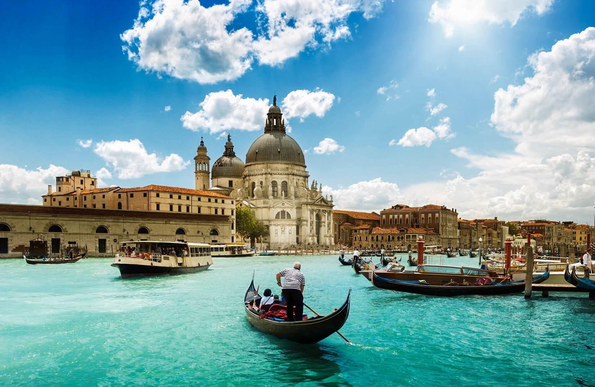 Flüge: Stuttgart - Bologna, Bergamo, Venedig oder Wien ab 8,12€ im März