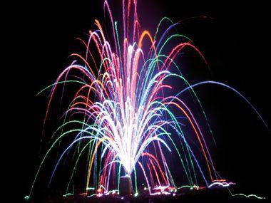 [LIDL] Top Feuerwerk für 14,75€ - 2 Batterien , Raketen, Böller, Sonnenvögel. Ab 2.99€ eine Minute Fontäne