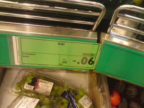 Billiges Obst und Gemüse in Kaufland, Kaki für 6 Cent, Eisbergsalat 10 Cent etc.
