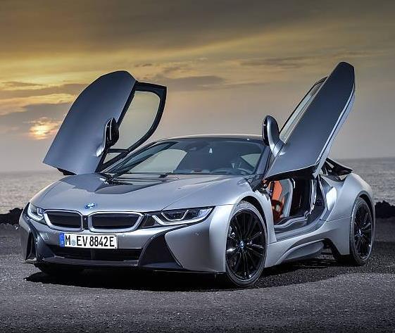 Privatleasing: BMW i8 Roadster 1.5 / 375 PS Hybrid (EZ 5/2019, 400km) für 795€ im Monat / LF: 0,45