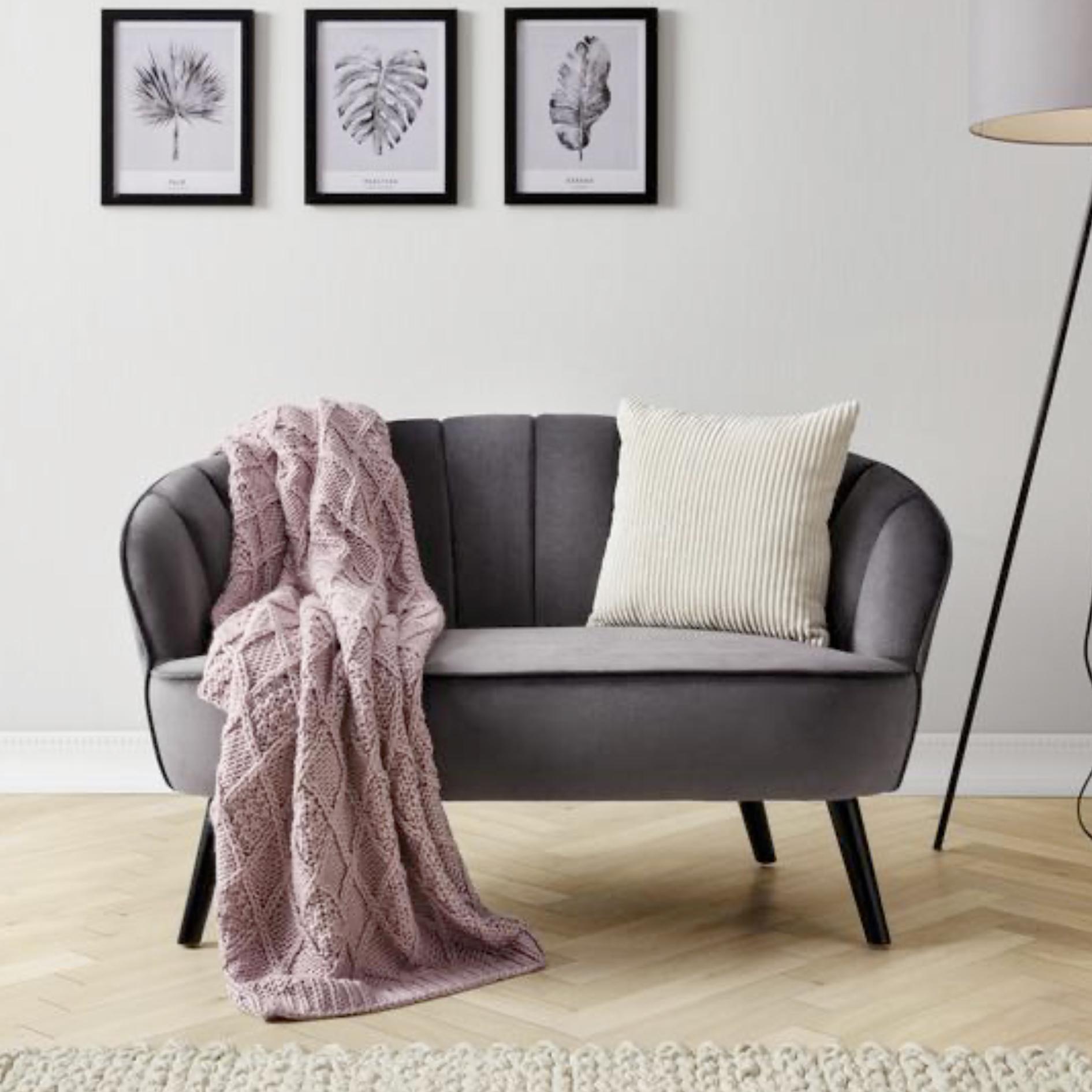 """Kleines Sofa """"Luise"""" grau mit Mikrofaser-Samtbezug für 90,76€ inkl. Versandkosten!"""