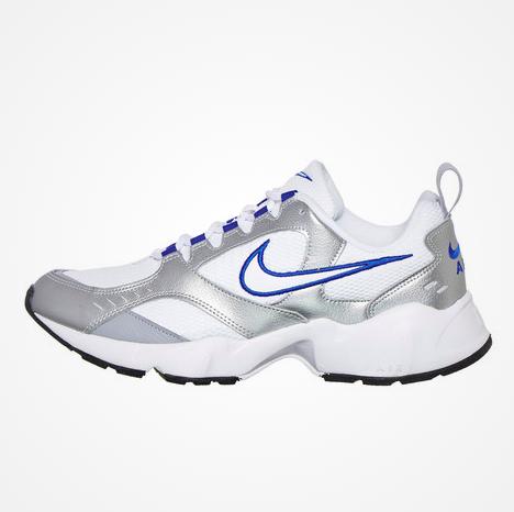 20% extra Rabatt auf Streetwear & Sneakers bei hhv, z.B. Nike Air Heights (Gr. 42-45,5)