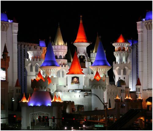 Flug&Hotel: 9 Tage Las Vegas schon für 695€ p.P. bei 2 Reisenden (Flug von Frankfurt, 3* Hotel Excalibur) von April bis Juni