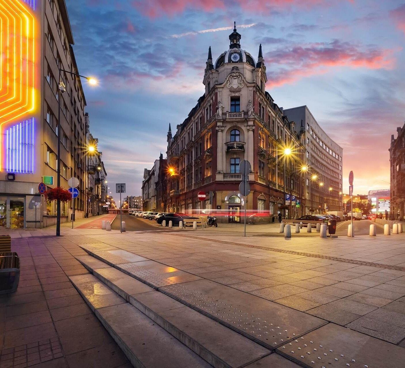 Flüge: Kattowitz / Polen (Juli-Aug) Hin- und Rückflug mit Ryanair von Dortmund ab 19€