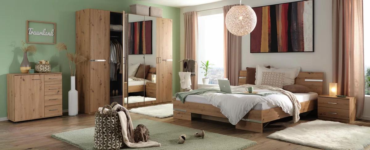 Schlafzimmer in Eichefarben, 4-teilig Kleiderschrank Bett und Nachtkästchen