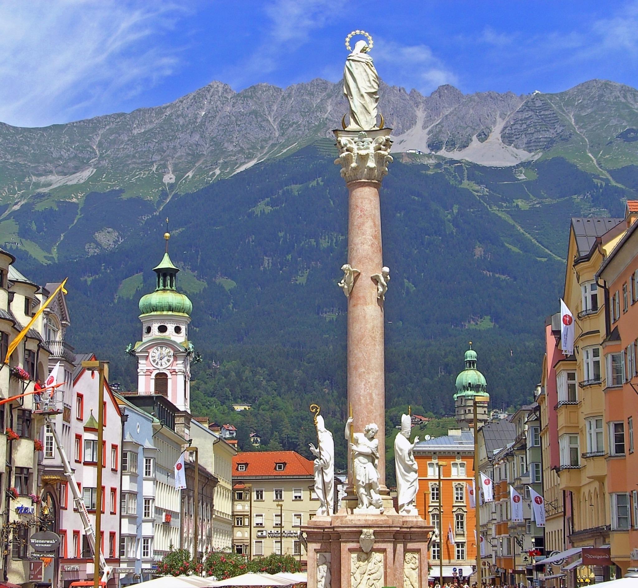 Günstige Flüge von Innsbruck nach Berlin