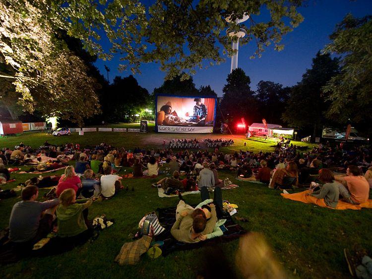 [LOKAL HAMBURG / Eimsbüttel] Freitags kostenfreies Open-Air Kino (morgen Die Drei !!! & Tel Aviv on Fire)