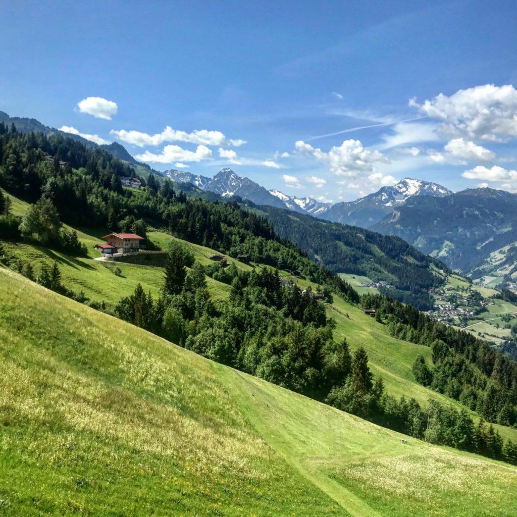 Neueröffnung im Zillertal, Österreich: 6 Personen - 2 Nächte - Alpin Apartments - Deluxe Apartment inkl. Wäsche, Parkplatz und Endreinigung