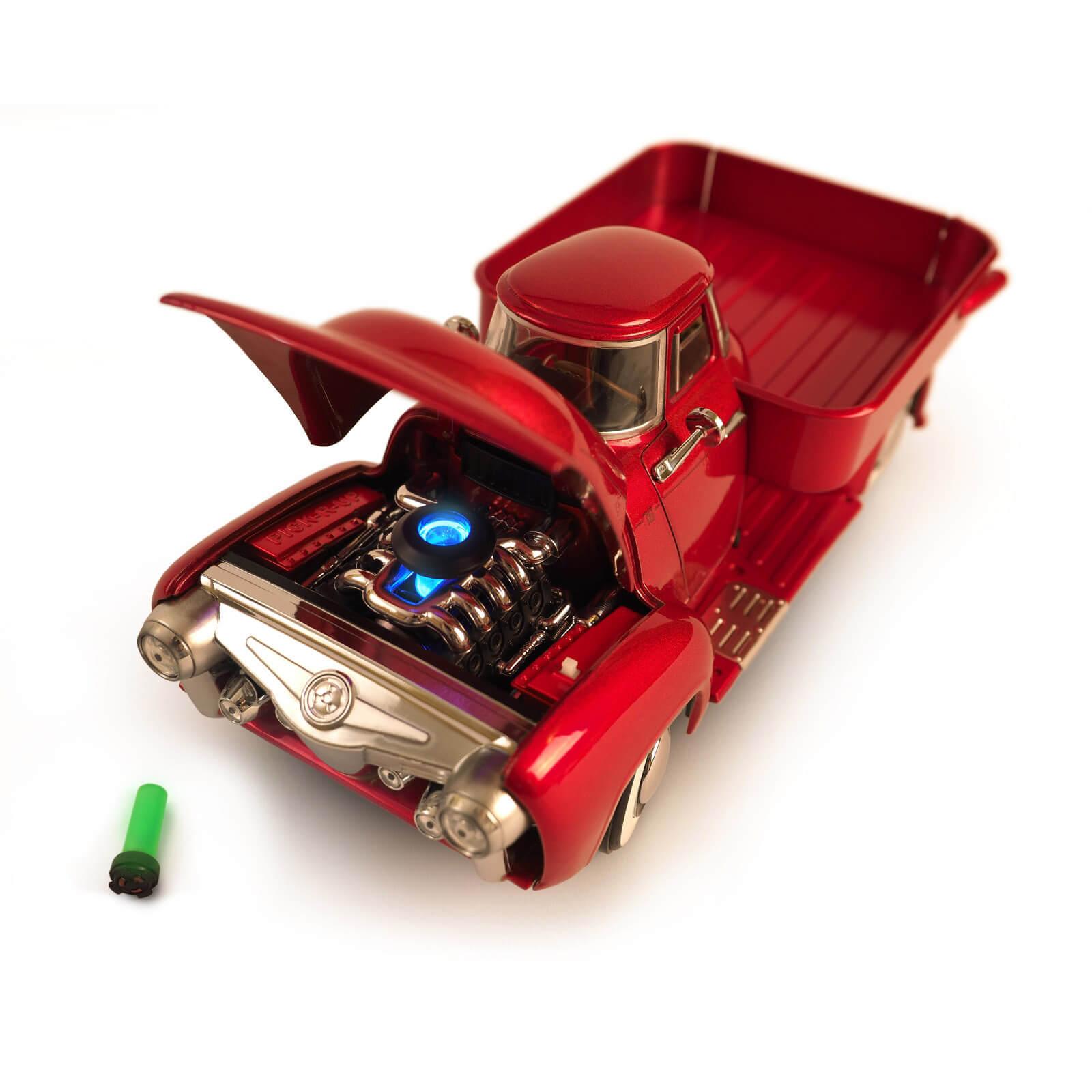 The Wand Company Chryslus Pick-R-Up (1:18 Druckguss-Modellauto aus Fallout, Metallic-Lack, Chrom-Applikationen, leuchtender Motorkern)