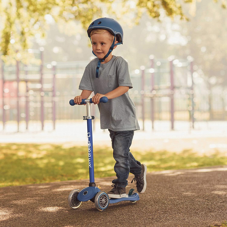 Globber Primo Kinderroller in Navy-Blau ab 3 Jahren (bis 50kg; 3-fach höhenverstellbar, beleuchtet mit batterielosen LED-Rädern)