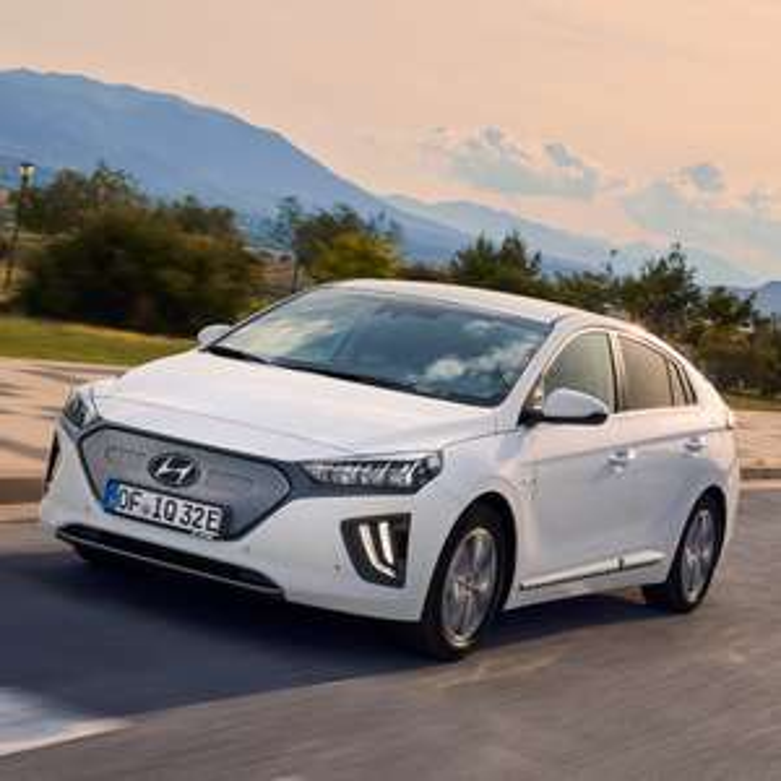 [Gewerbeleasing] Hyundai IONIQ Elektro (136 PS) mtl. 79€ + 854€ ÜF (eff. mtl. 118,71€), LF 0,26, GF 0,40, 24 Monate, BAFA, konfigurierbar