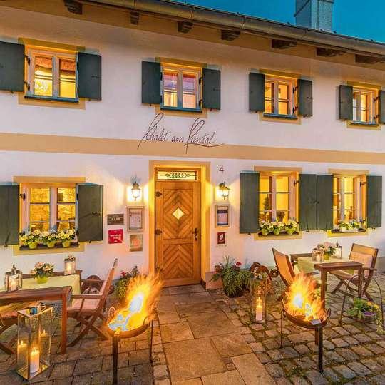 Ammersee, Bayern: 2 Nächte - 4* Romantik Hotel Chalet am Kiental - Doppelzimmer inkl. Früh., Sauna & Extras / gratis Storno / bis Mai 2021