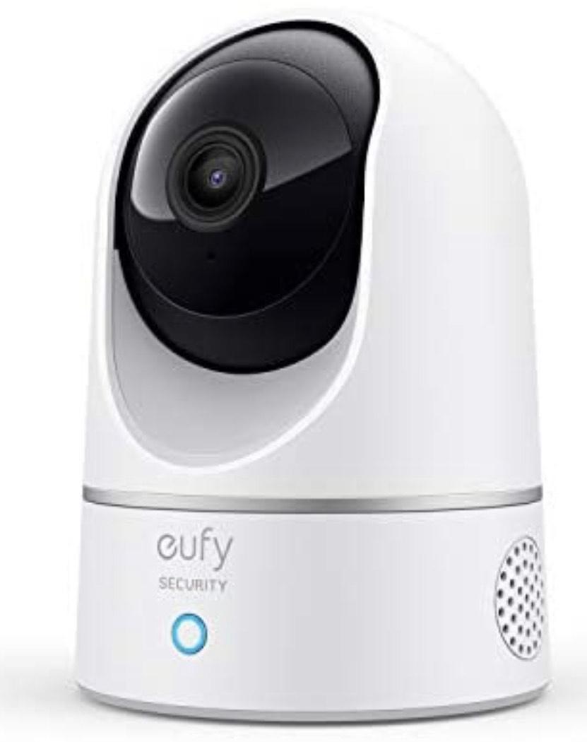 eufy Überwachungskamera, IP Kamera, Security Indoor Cam 2K für Innenbereiche, Plug-In Schwenk-Neige-Sicherheitskamera