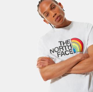 The North Face-Sale mit 10% on top & gratis Versand, z.B. T-Shirt mit Rainbow Logo