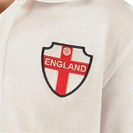 13 x kompletter (England-)Trikot-Satz für Junioren (11-13 J) für unter 50 Euro (13 x Shorts + 13 x Polo-Trikot) inkl. Versand bei MandM, macht 3,73 Euro pro Trikotsatz!!!