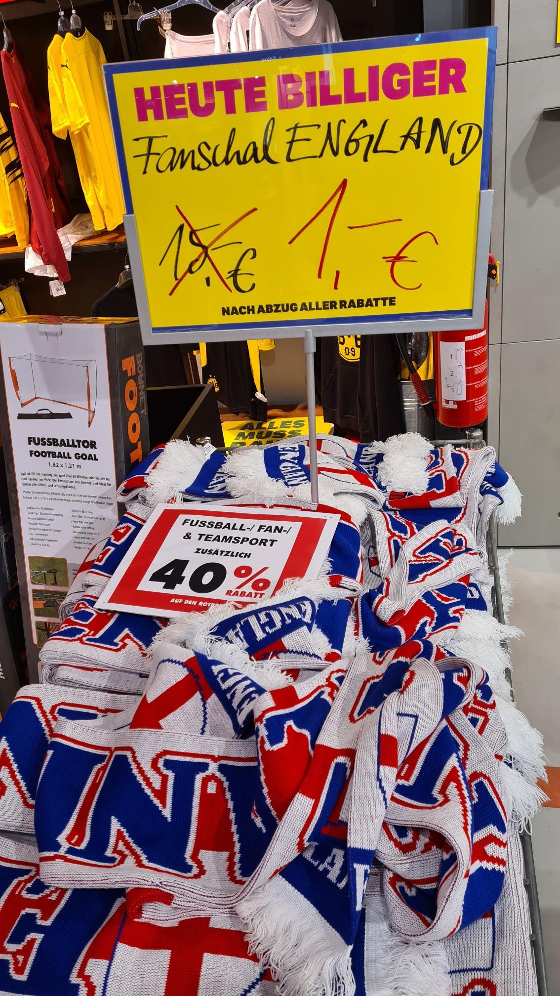 [Lokal Berlin] Karstadt - England-Fanschals für 60 Cent.