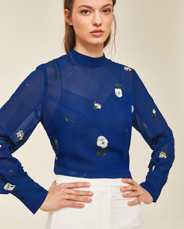 20% extra Rabatt auf den Sale bei IVY & OAK, z.B. gemusterte Chiffonbluse in Blau oder Schwarz