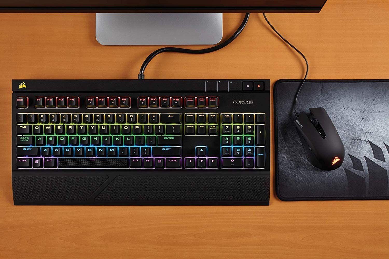 Corsair Strafe RGB Mechanische Gaming Tastatur (Cherry MX red: Leichtgängig und Schnell, Multi-Color RGB Beleuchtung [Amazon & MM]