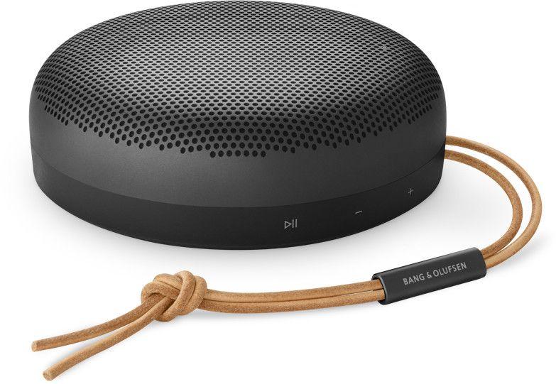 Bang & Olufsen Beosound A1 (2. Generation)– ein tragbarer, wasserdichter Bluetooth-Lautsprecher mit Mikrofon, Black Anthracite. [Proshop]
