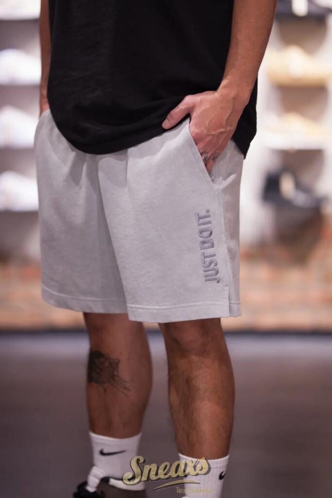 20% Rabatt auf Streetwear & Sneakers (inkl. Sale), z.B. NIKE Sportswear JDI Shorts Washed in 2 Farben