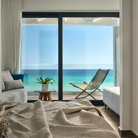 Zakynthos, Griechenland: Deluxe-Suite mit privaten Pool & Halbpension - 4*Cavo Orient Beach Hotel / bis September 2022 / gratis Storno