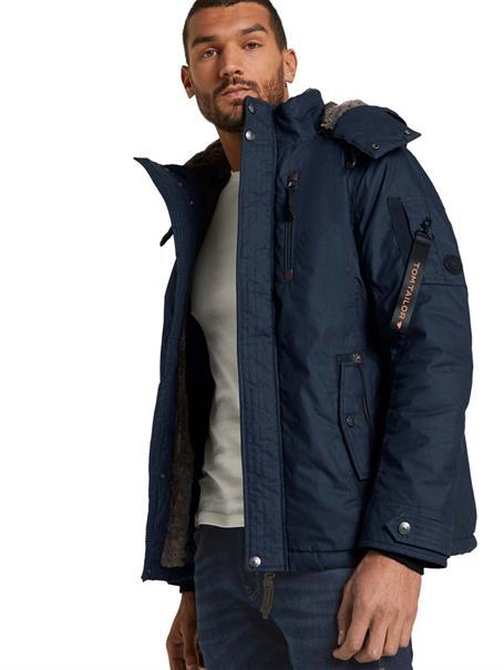 10% Xmas (extra) Rabatt auf bereits reduzierte Jacken / Lederjacken & Weihnachtsartikel, z.B. Tom Tailor Jacke mit abnehmbarer Kapuze