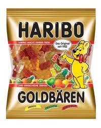 am Bahnhof in Minden werden Haribo Gummibärchen Minitüten verteilt....