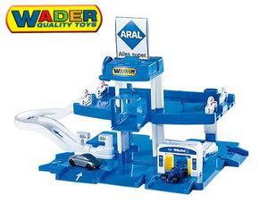 Wader Aral Tankstelle-Parkgarage mit 2 Spielautos für 12,14 € inkl. Versandkosten @ MP