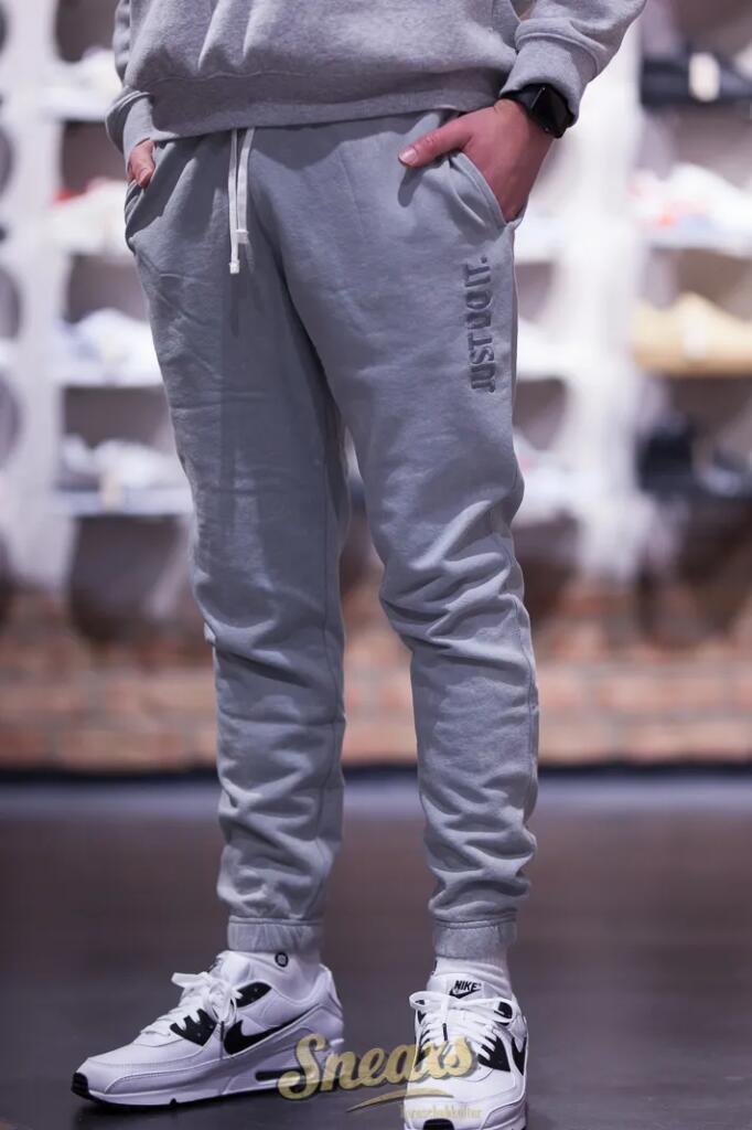 20% Rabatt auf den gesamten Sneaxs Shop (Sale inkl.), z.B. Nike Sportswear JDI Pant Wash