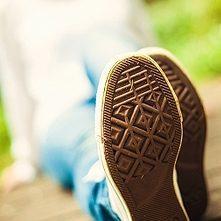 Alte Schuhe einsenden und Geld verdienen ...aber bitte nicht  Heute Abend die Schuh Container ausrauben !