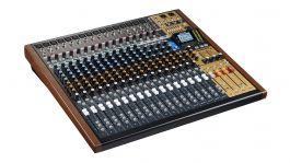 Tascam Model 24, 22-Kanal-Analogmischpult mit eingebautem 24-Spur-Recorder und USB-Audiointerface [Musikinstrumente]