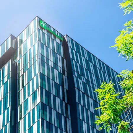Wien: 4*Holiday Inn Vienna-South / Executive-Doppelzimmer inkl. Frühstück in der 22. Etage / gratis Storno / bis Dezember 2021