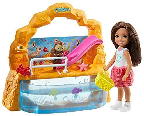 [Amazon Prime] Barbie GHV75 - Club Chelsea Aquarium Spielset mit Puppe (brünett) und Zubehör, ab 3 J.