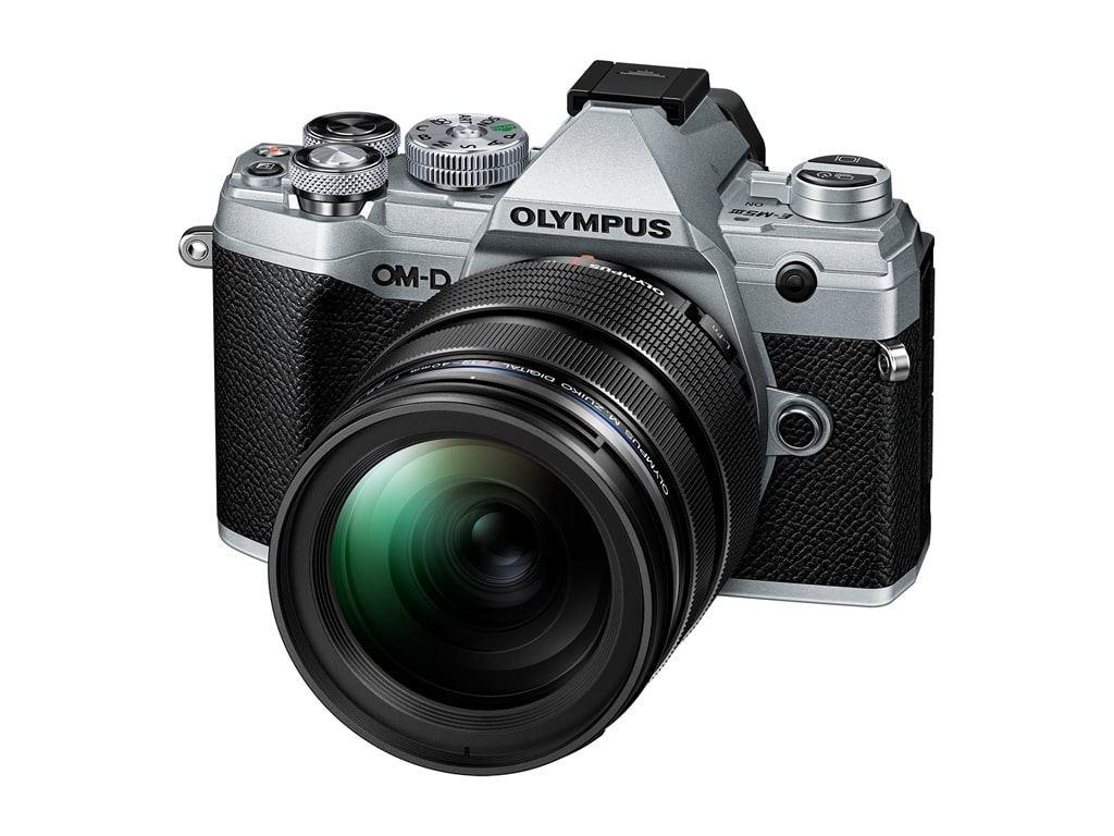 Olympus OM-D E-M5 Mark III MFT Systemkamera silber + M.Zuiko Digital ED 12-40mm 1:2,8 Pro Objektiv Kit