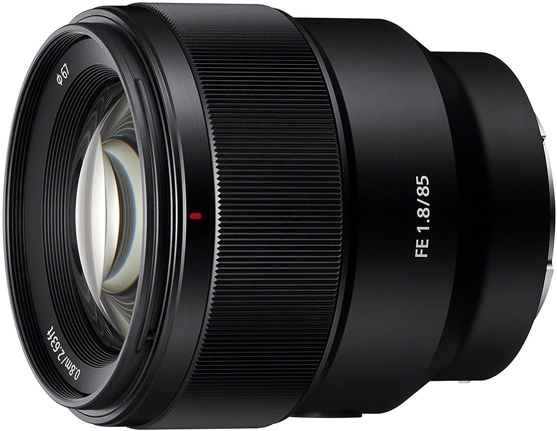 (Saturn) Sony SEL-85F18 Porträt Objektiv - 85mm - f/1,8 (E-Mount) - mit Newsletter für 410,55€