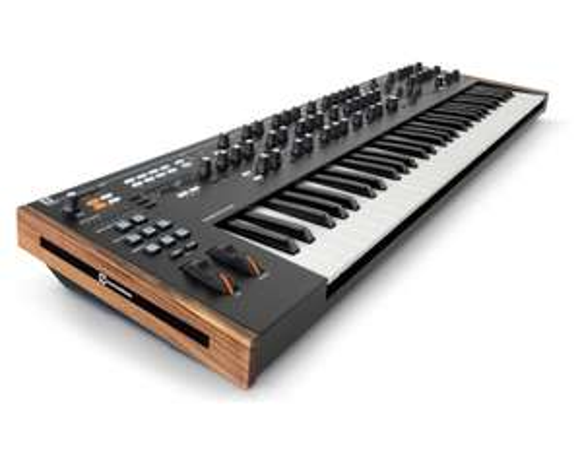Novation Summit Synthesizer 16 voice bi-timbral
