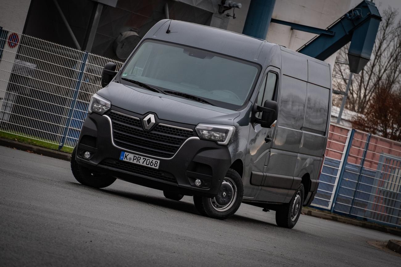 (Gewerbeleasing) Renault Master L2H2 3,3t 135PS inkl. Klima/Radio (DAB), konfigurierbar für 66,20€ netto mtl. + 664€ ÜF / 24M + 10tkm LF 0,2
