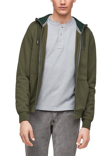 Viele Pullover & Sweatshirts für 13,50€ zzgl. Versand, z.B. Zipjacke von S.Oliver in Oliv