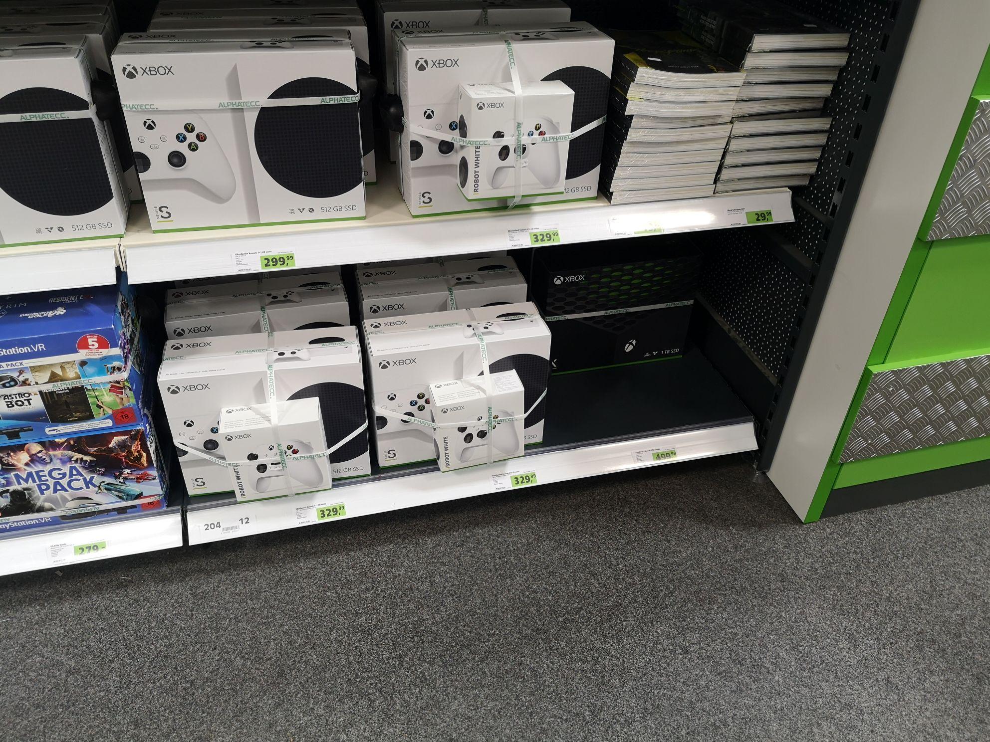 [Lokal Weinstadt oder Online] Xbox Series S mit zweitem Controller für 330Euro / Xbox Series X auch vorhanden für 499 bei Alphatecc