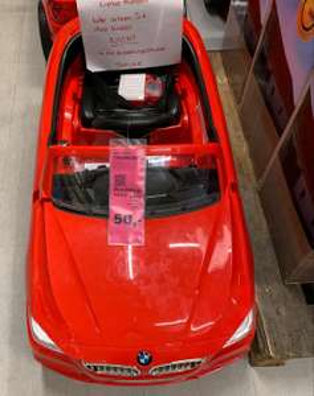 Carina BMW rot Spielzeugauto Ausstellungsstück Mömax Lokal in Darmstadt