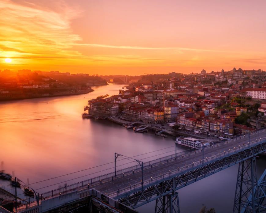 Flüge: Porto (bis Februar 2022) Nonstop Hin- und Rückflug mit Lufthansa von Frankfurt für 78€