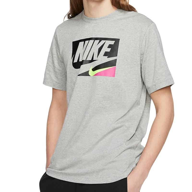 40% Rabatt auf Alles von Nike + gratis Versand bei Mysportswear, z.B. Sportswear Block Logo Tee