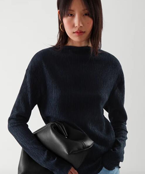 25% Rabatt auf alles außer Sale bei Cos @Glamour Shopping Week, z.B. Oberteil in Knitteroptik