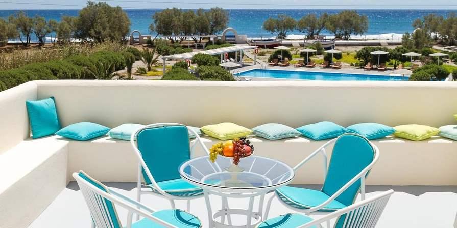 Santorini: 5 Nächte im 4* Hotel Sea Sound White Katikies inkl. Meerblick und HP für zwei Personen | kostenlose Storno | bis Oktober 2022